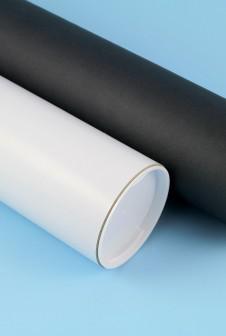 Тубусы с черной и белой этикеткой из дизайнерской бумаги.