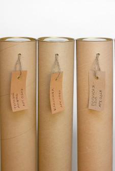 Тубусы с бирками для пометки содержимого.