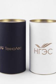 Тубусы с логотипом под заказ. Этикетка: дизайнерская бумага, печать шелкография золотом.